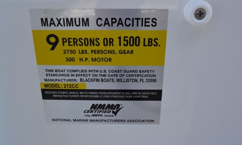 Thumbnail 17 for New 2019 Blackfin 212CC Center Console boat for sale in Vero Beach, FL