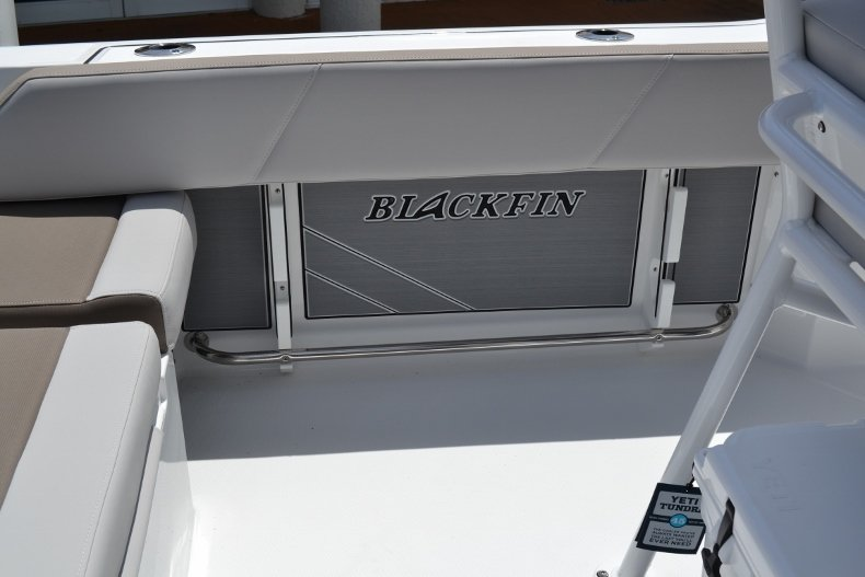 Thumbnail 21 for New 2019 Blackfin 212CC Center Console boat for sale in Vero Beach, FL