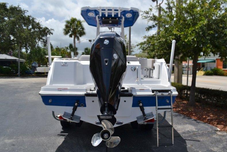 Thumbnail 4 for New 2019 Blackfin 212CC Center Console boat for sale in Vero Beach, FL