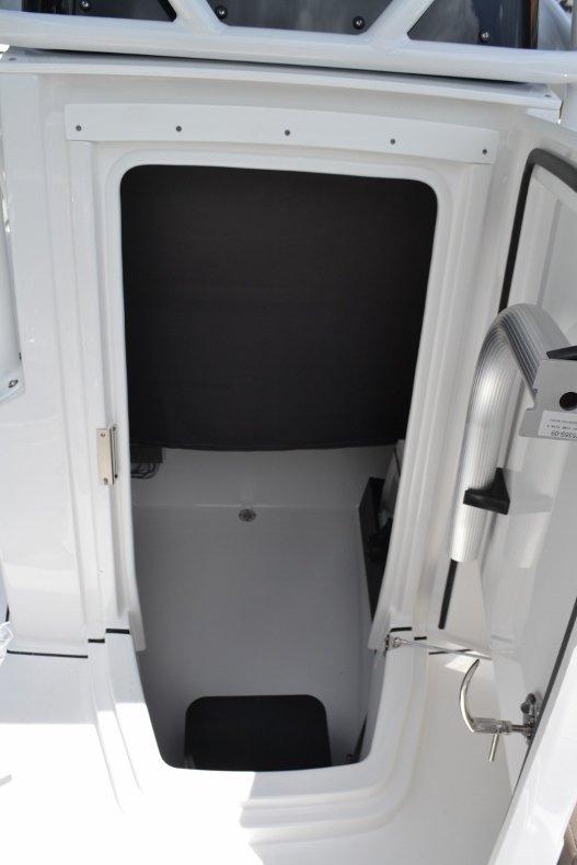 Thumbnail 29 for New 2019 Blackfin 212CC Center Console boat for sale in Vero Beach, FL