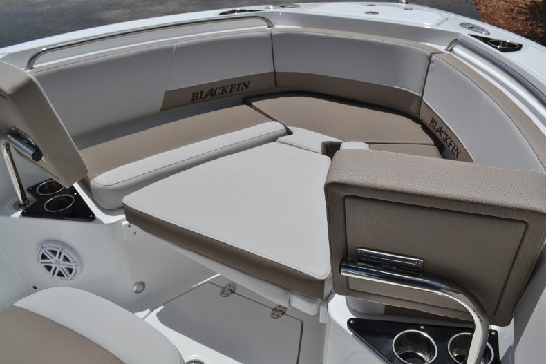 Thumbnail 28 for New 2019 Blackfin 212CC Center Console boat for sale in Vero Beach, FL