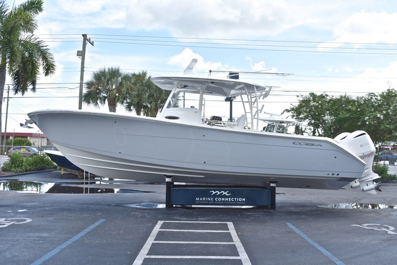 Thumbnail 5 for New 2019 Cobia 320 Center Console boat for sale in Vero Beach, FL