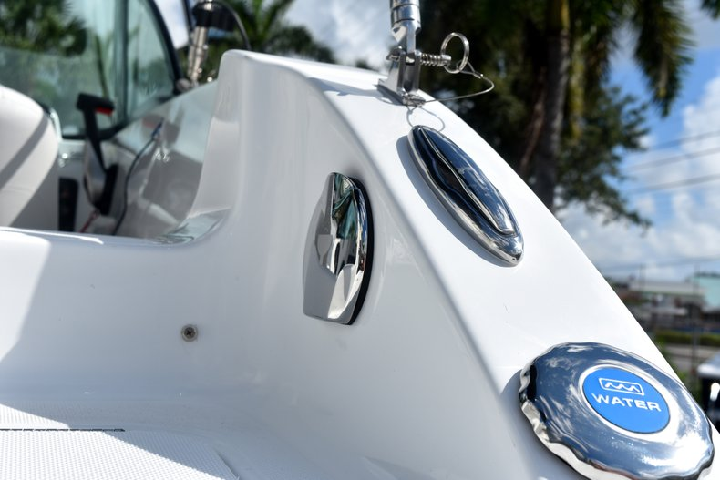 Thumbnail 9 for New 2019 Hurricane SunDeck SD 187 OB boat for sale in West Palm Beach, FL