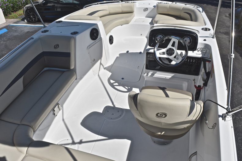 Thumbnail 8 for New 2019 Hurricane 188 SunDeck Sport OB boat for sale in Vero Beach, FL