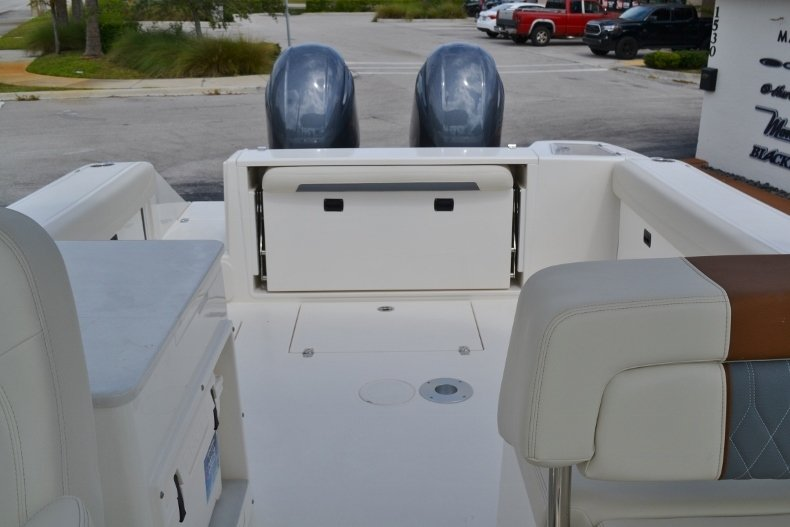 Thumbnail 15 for New 2019 Cobia 280 DC Dual Console boat for sale in Vero Beach, FL