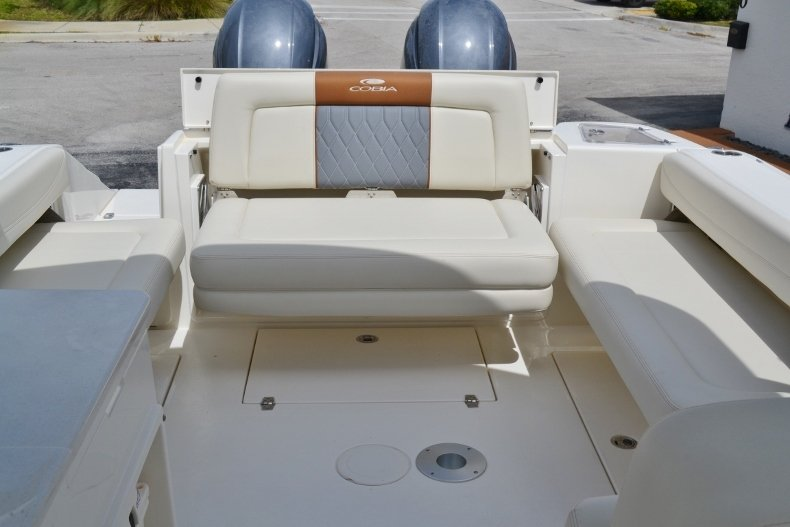 Thumbnail 17 for New 2019 Cobia 280 DC Dual Console boat for sale in Vero Beach, FL