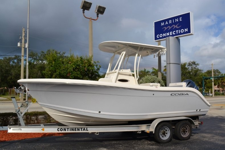 Thumbnail 0 for New 2019 Cobia 220 Center Console boat for sale in Vero Beach, FL