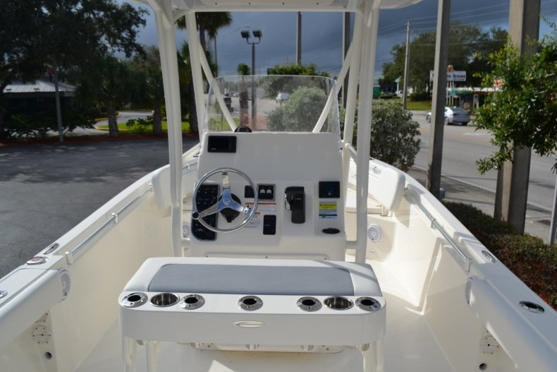Thumbnail 9 for New 2019 Cobia 220 Center Console boat for sale in Vero Beach, FL