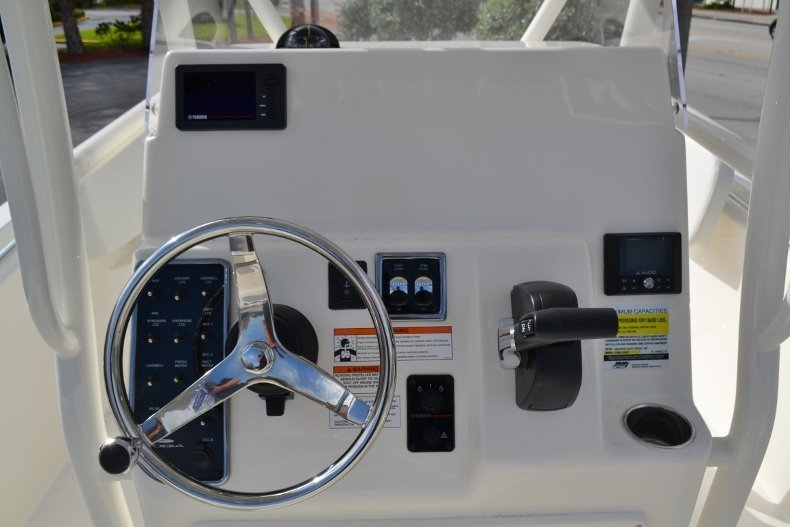 Thumbnail 11 for New 2019 Cobia 220 Center Console boat for sale in Vero Beach, FL