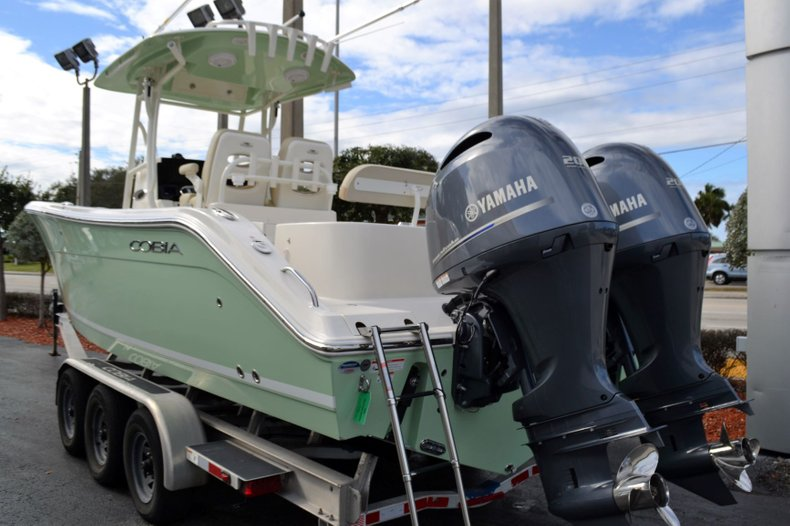 Thumbnail 3 for New 2019 Cobia 277 Center Console boat for sale in Vero Beach, FL