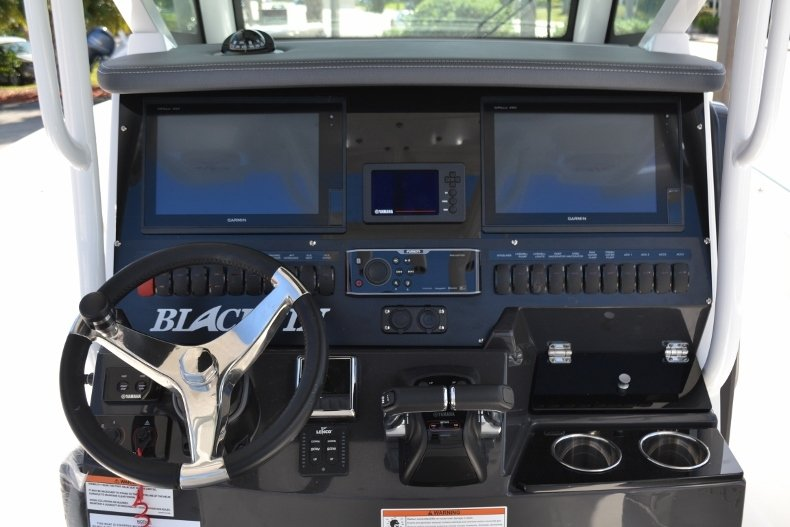 Thumbnail 15 for New 2019 Blackfin 272CC Center Console boat for sale in West Palm Beach, FL