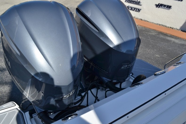 Thumbnail 32 for New 2019 Blackfin 272CC Center Console boat for sale in West Palm Beach, FL