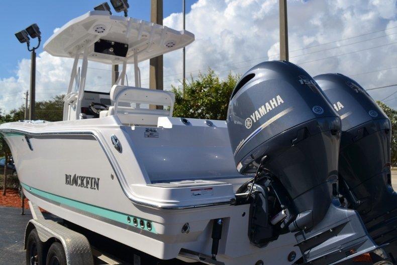 Thumbnail 3 for New 2019 Blackfin 242CC Center Console boat for sale in Vero Beach, FL