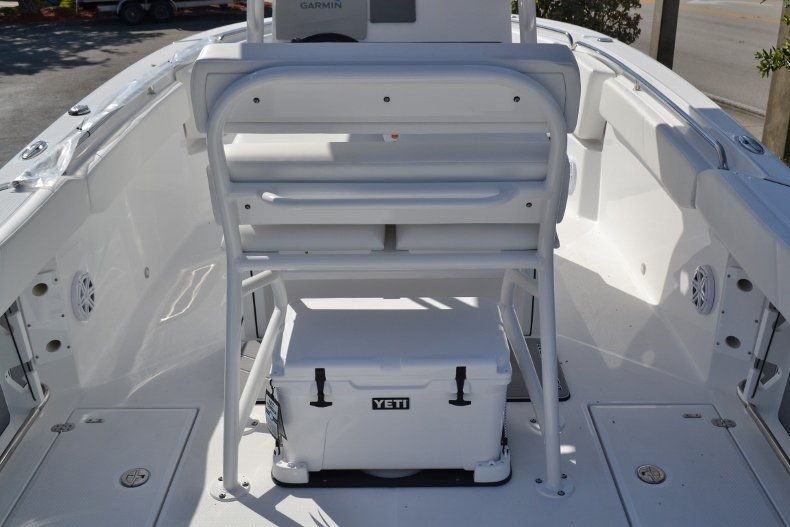 Thumbnail 11 for New 2019 Blackfin 242CC Center Console boat for sale in West Palm Beach, FL