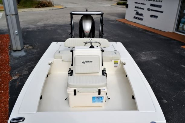 Thumbnail 11 for New 2019 Hewes Redfisher 18 boat for sale in Vero Beach, FL