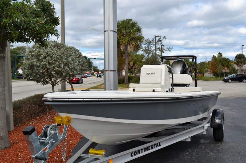 Thumbnail 1 for New 2019 Hewes Redfisher 18 boat for sale in Vero Beach, FL
