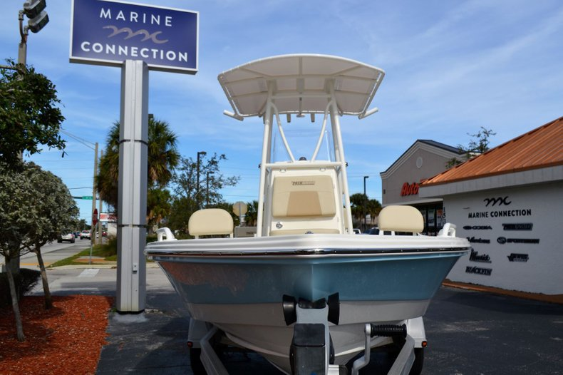 Thumbnail 2 for New 2019 Pathfinder 2200 TRS Bay Boat boat for sale in Vero Beach, FL