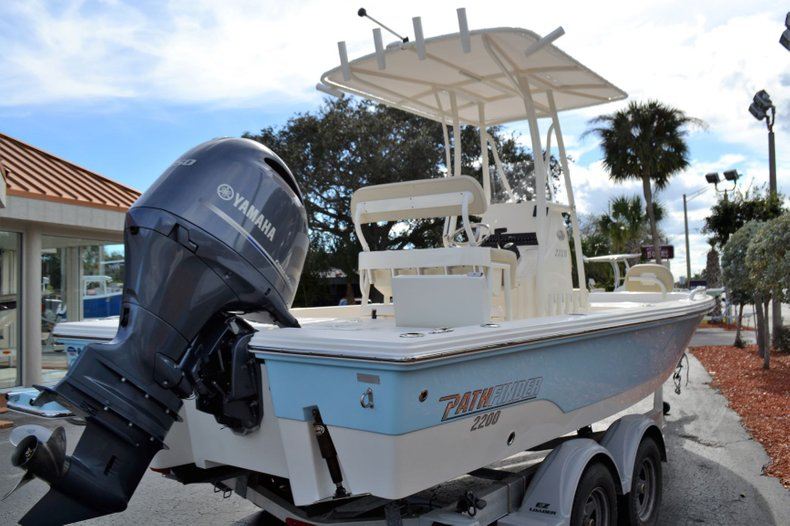 Thumbnail 5 for New 2019 Pathfinder 2200 TRS Bay Boat boat for sale in Vero Beach, FL