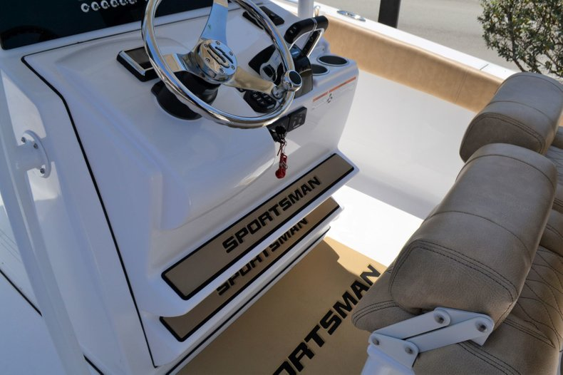 Thumbnail 14 for New 2019 Sportsman Heritage 251 Center Console boat for sale in Vero Beach, FL