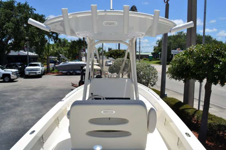 Thumbnail 11 for New 2019 Pathfinder 2600 TRS boat for sale in Vero Beach, FL