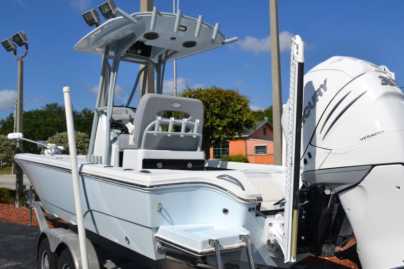 Thumbnail 3 for Used 2018 Pathfinder 2500 Hybrid boat for sale in Vero Beach, FL