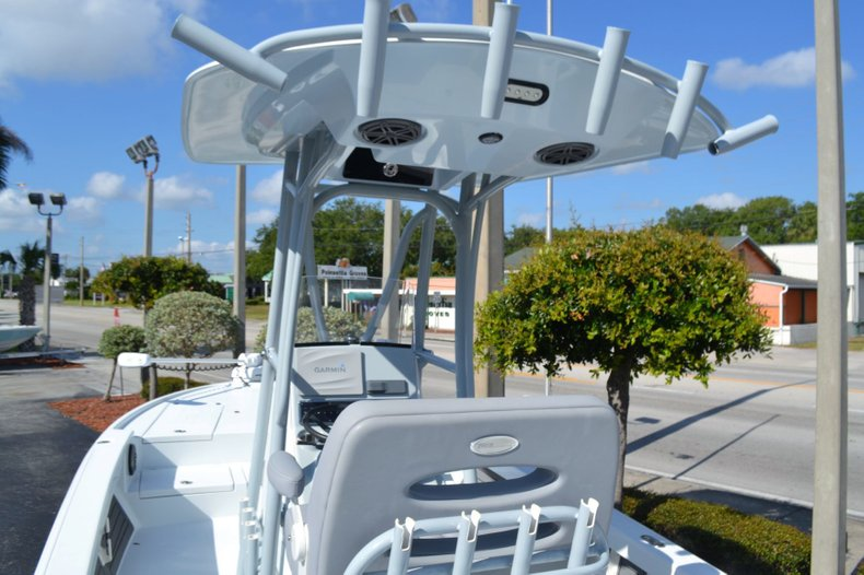 Thumbnail 11 for Used 2018 Pathfinder 2500 Hybrid boat for sale in Vero Beach, FL