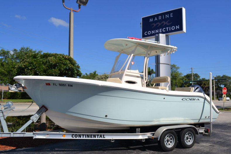 Used 2018 Cobia 220 Center Console boat for sale in Vero Beach, FL