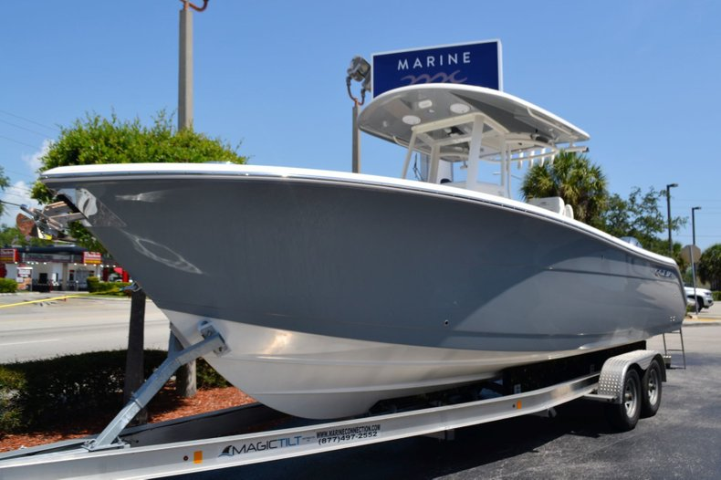 Thumbnail 1 for New 2019 Cobia 280 Center Console boat for sale in Vero Beach, FL