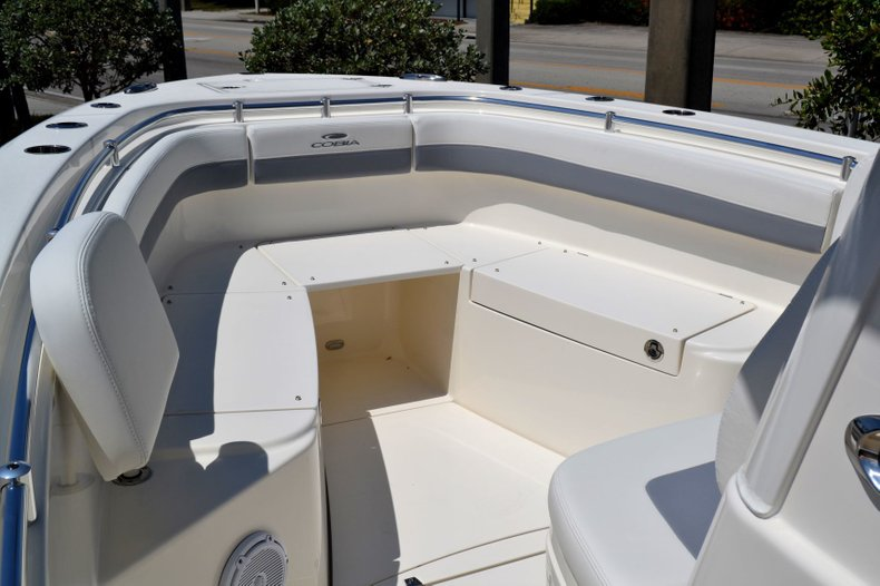 Thumbnail 14 for New 2019 Cobia 280 Center Console boat for sale in Vero Beach, FL