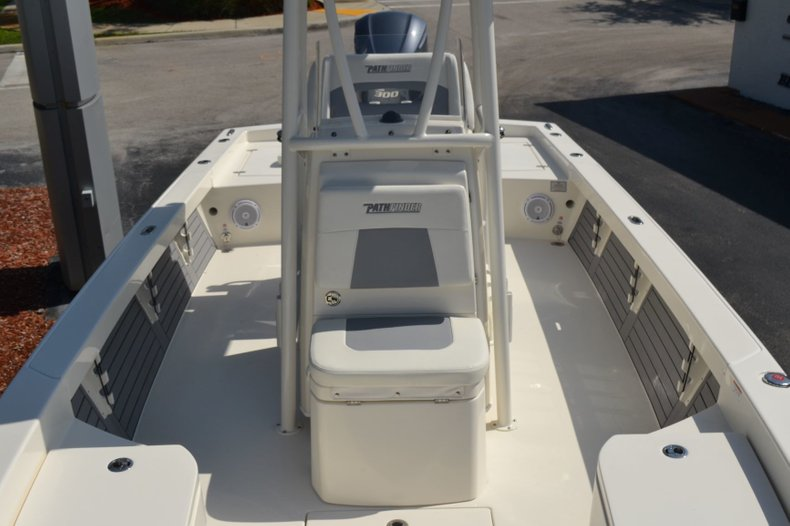 Thumbnail 14 for New 2019 Pathfinder 2600 HPS Bay Boat boat for sale in Vero Beach, FL