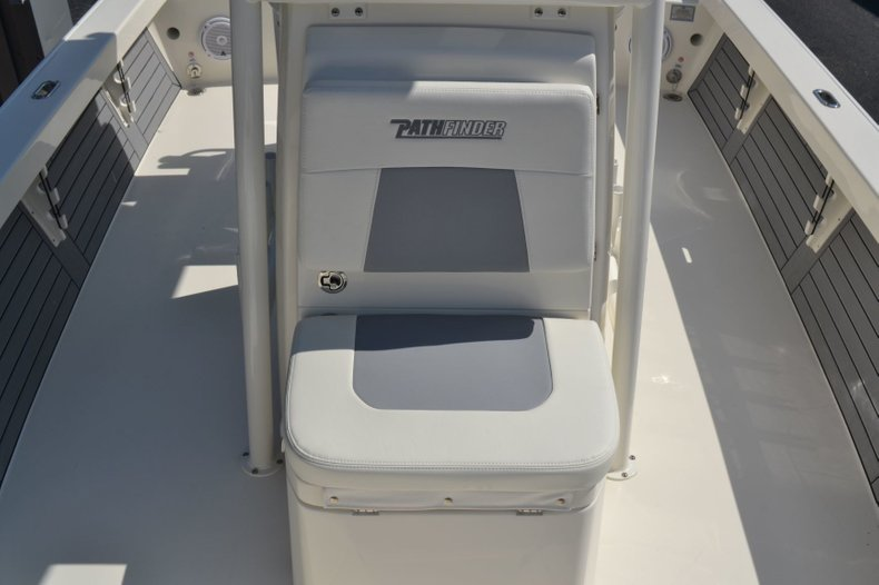 Thumbnail 15 for New 2019 Pathfinder 2600 HPS Bay Boat boat for sale in Vero Beach, FL