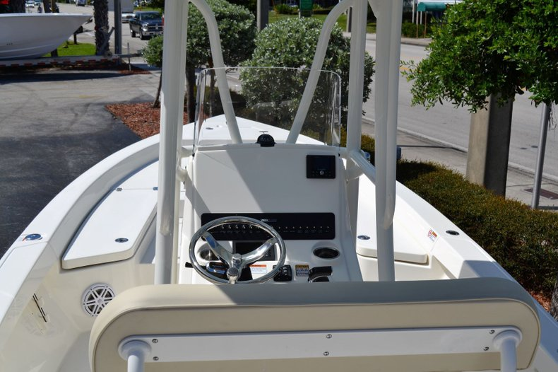Thumbnail 9 for New 2020 Pathfinder 2400 TRS Bay Boat boat for sale in Vero Beach, FL