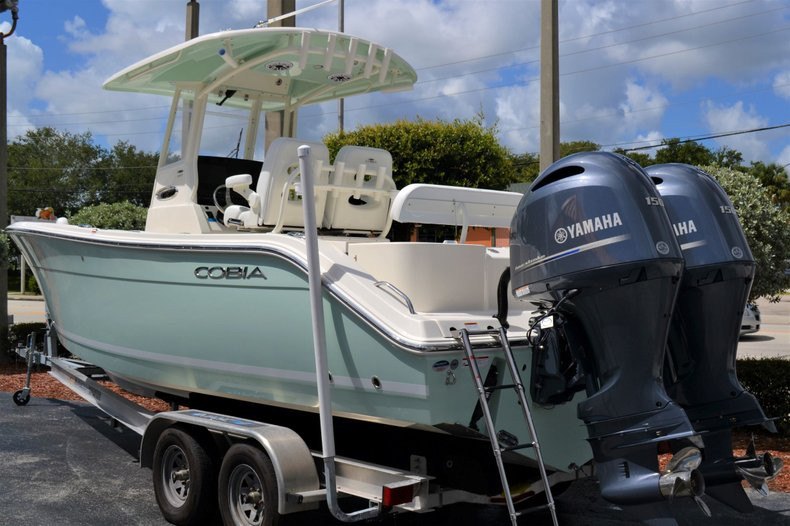 Thumbnail 3 for New 2020 Cobia 262 Center Console boat for sale in Vero Beach, FL