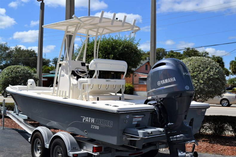 Thumbnail 3 for New 2020 Pathfinder 2200 TRS Bay Boat boat for sale in Vero Beach, FL