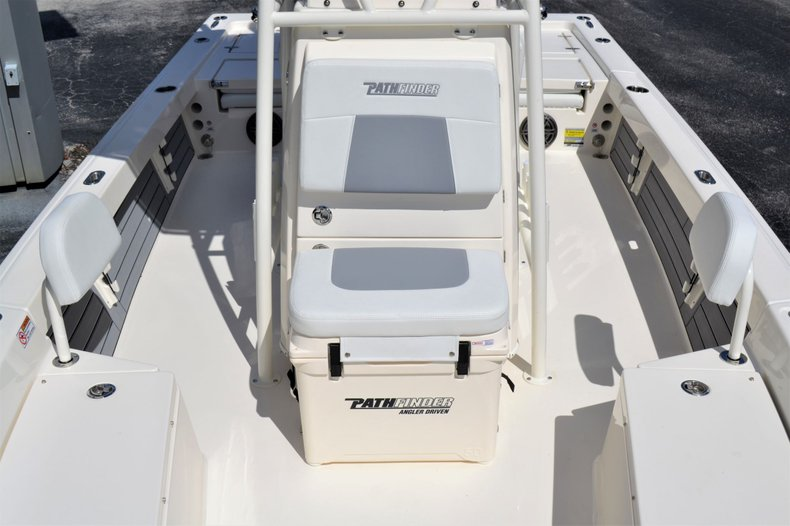 Thumbnail 14 for New 2020 Pathfinder 2200 TRS Bay Boat boat for sale in Vero Beach, FL