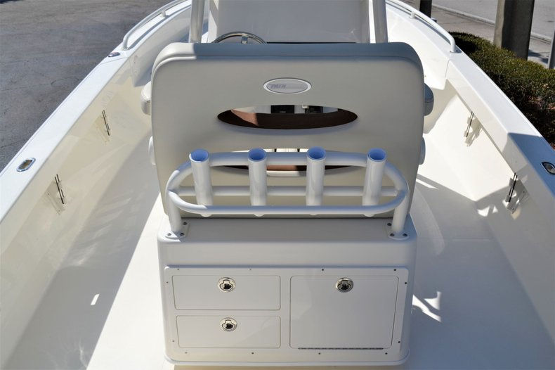 Thumbnail 10 for New 2020 Pathfinder 2600 TRS boat for sale in Vero Beach, FL