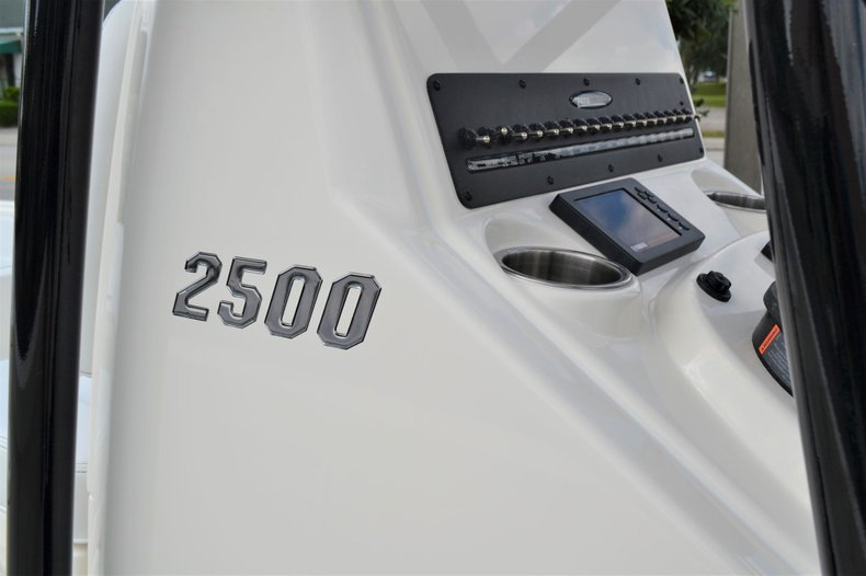 Thumbnail 13 for New 2020 Pathfinder 2500 Hybrid boat for sale in Vero Beach, FL