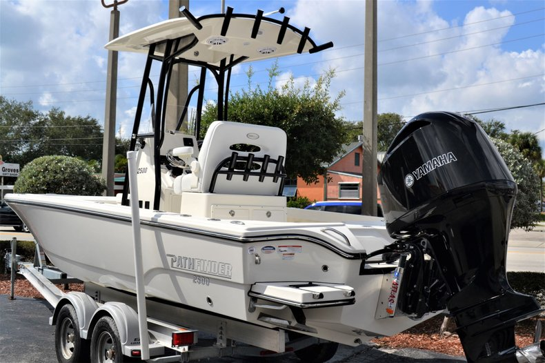 Thumbnail 3 for New 2020 Pathfinder 2500 Hybrid boat for sale in Vero Beach, FL