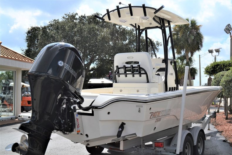 Thumbnail 5 for New 2020 Pathfinder 2500 Hybrid boat for sale in Vero Beach, FL