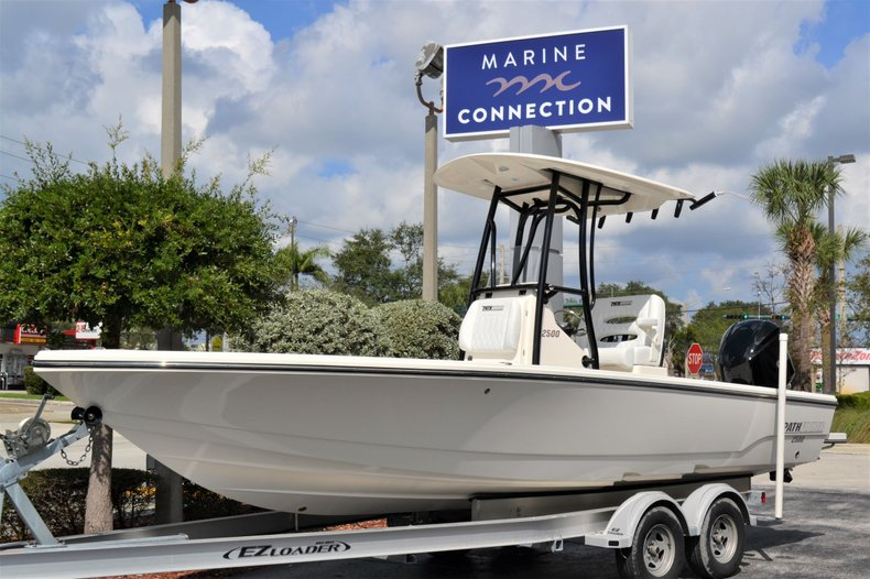Thumbnail 1 for New 2020 Pathfinder 2500 Hybrid boat for sale in Vero Beach, FL