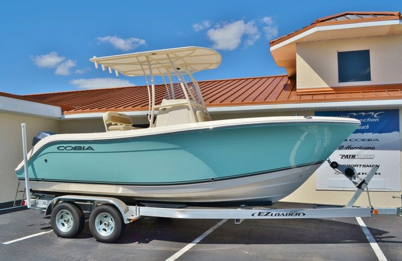 New 2014 Cobia 201 Center Console boat for sale in Vero