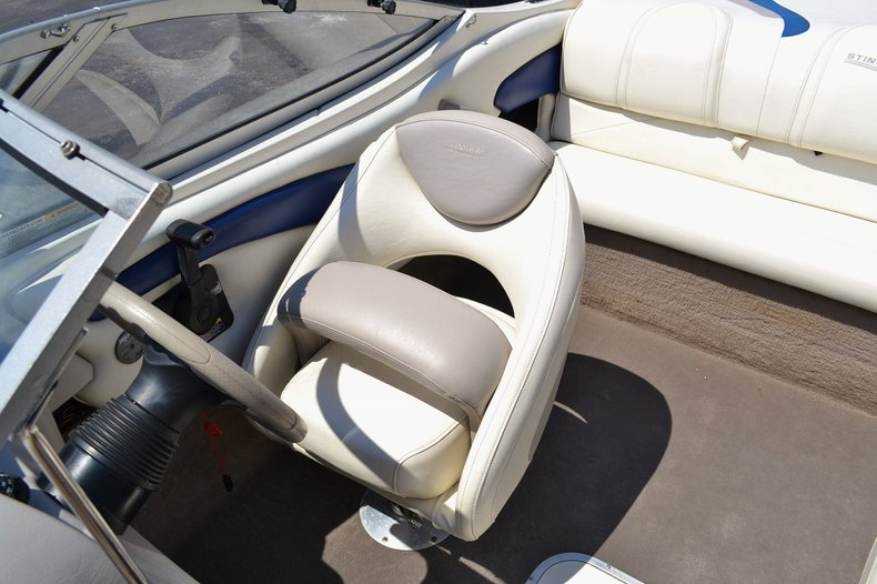 Thumbnail 18 for Used 2004 Stingray 200 LX boat for sale in Vero Beach, FL