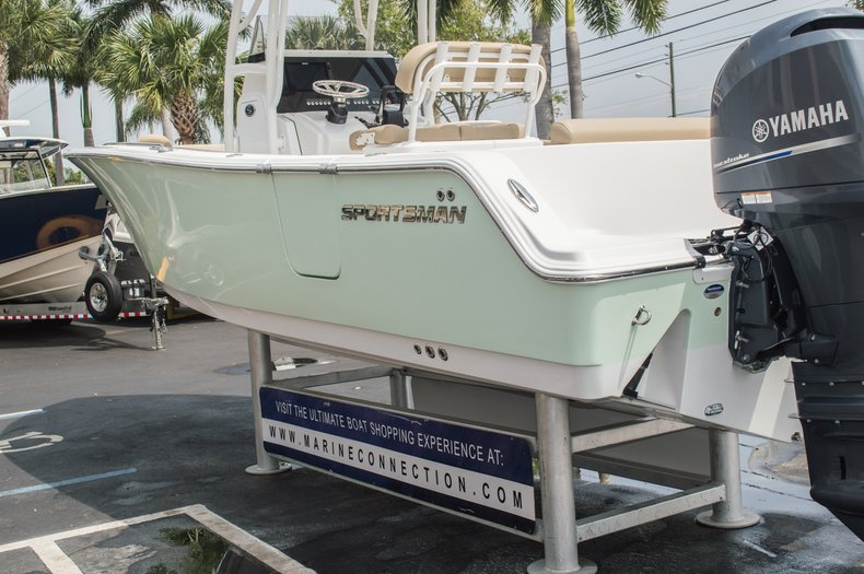 Thumbnail 11 for New 2015 Sportsman Open 252 Center Console boat for sale in Miami, FL