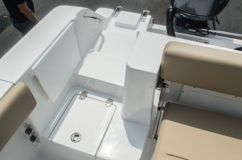 Thumbnail 18 for New 2015 Sportsman Open 252 Center Console boat for sale in Miami, FL