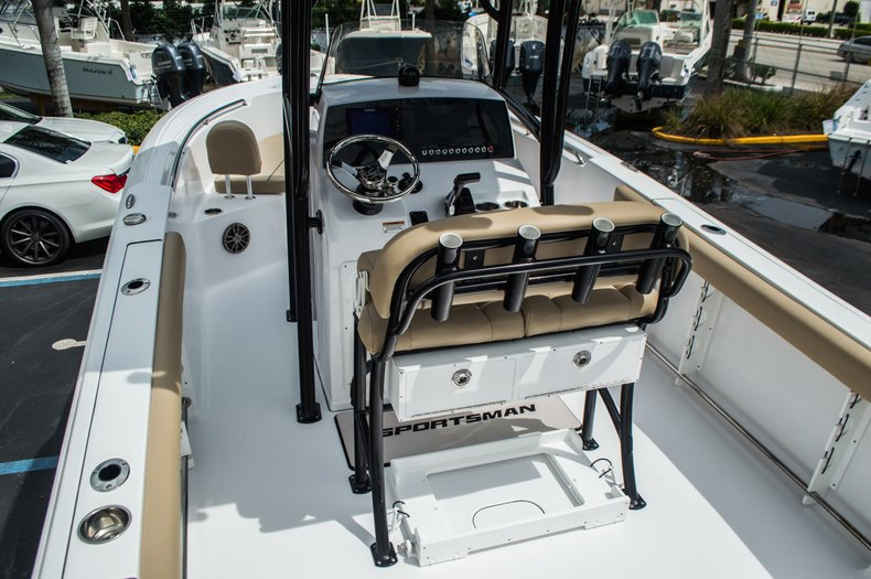 Thumbnail 8 for New 2016 Sportsman Open 232 Center Console boat for sale in Miami, FL