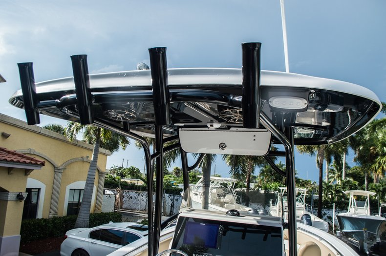 Thumbnail 9 for New 2016 Sportsman Open 252 Center Console boat for sale in Miami, FL