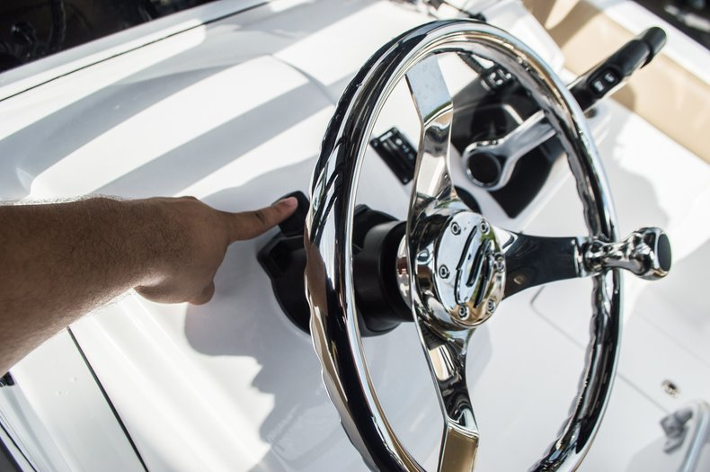Thumbnail 31 for New 2016 Sportsman Open 252 Center Console boat for sale in Miami, FL
