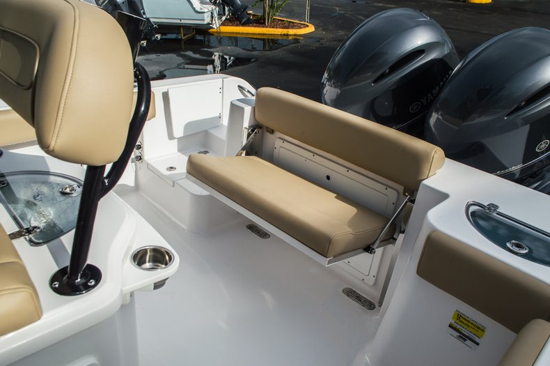 Thumbnail 32 for New 2016 Sportsman Open 252 Center Console boat for sale in Miami, FL