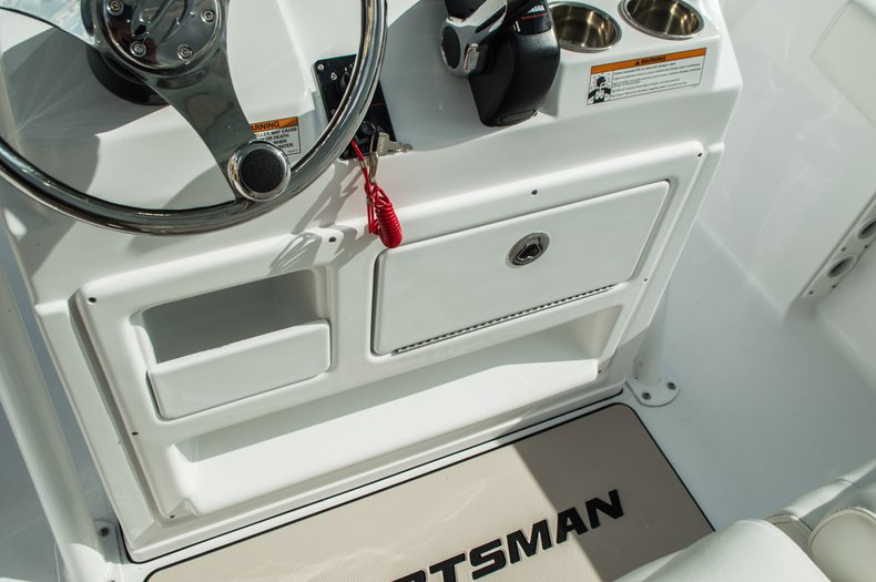 Thumbnail 33 for New 2016 Sportsman Open 212 Center Console boat for sale in Miami, FL