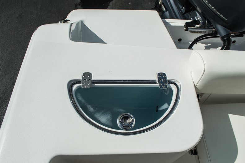 Thumbnail 39 for New 2016 Sportsman Open 212 Center Console boat for sale in Miami, FL